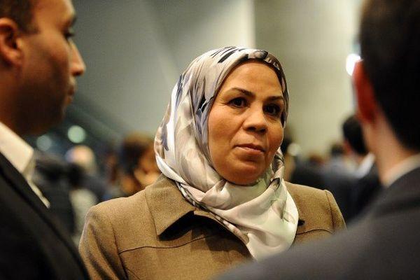 Latifa Ibn Ziaten milite pour la paix et la tolérance depuis l'assassinat de son fils par Mohamed Merah en 2012. Son association promeut la laïcité et le dialogue interreligieux tout en prévenant les dérives sectaires et extrémistes.