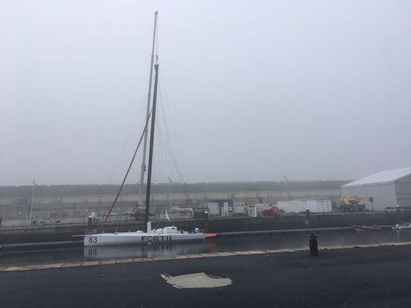 Le voilier IMOCA Fortil de Clément Giraud au Havre après le départ de feu du 21 octobre 2019