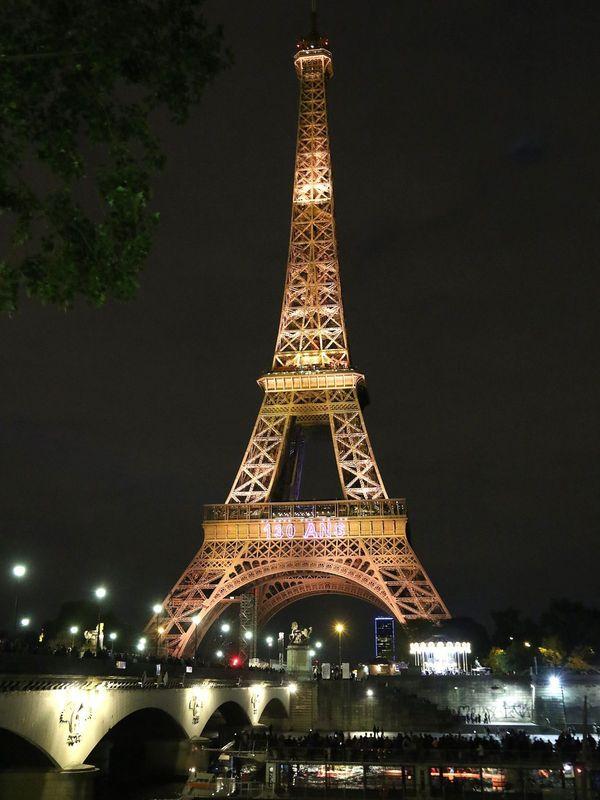 La Tour Eiffel accueille chaque année 7 millions de visiteurs venus du monde entier