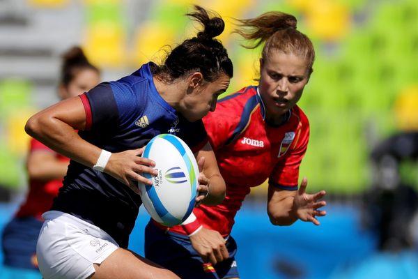 La Lilloise Shannon Izar (ici à gauche), s'est blessée au bout d'à peine trois minutes de jeu face à l'Espagne.