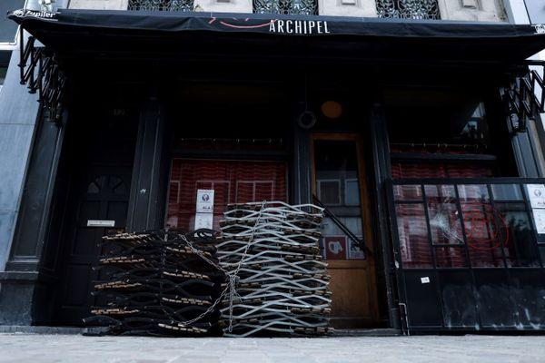 """Afin d'""""éviter le pire"""", le Premier ministre belge a annoncé une série de nouvelles restrictions pour la vie sociale, dont la plus spectaculaire est la fermeture totale des restaurants et des cafés partout dans le pays pour quatre semaines minimum, dès lundi."""
