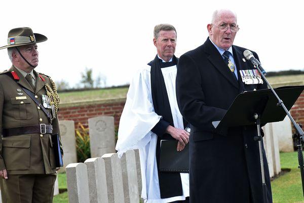 Sir Peter Cosgrove, 26e gouverneur général d'Australie, a tenu un discours lors de l'inhumation lundi à Buissy (Pas-de-Calais) de soldats australiens tombés au front en mai 1917.