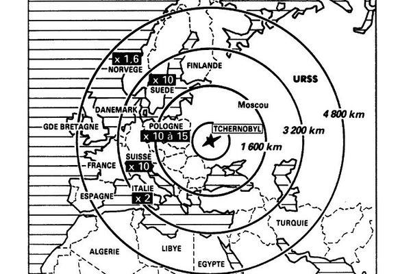 Reproduction d'une carte illustrant les différentes zones touchées par les retombées radioactives de l'explosion du réacteur No 4 de la centrale nucléaire de Tchernobyl, le 26 avril 1986, le plus grave accident nucléaire du XX siècle.