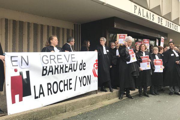 Les avocats devant le Palais de Justice de La Roche-sur-Yon  en janvier dernier.