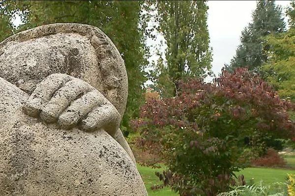 Statue et espaces verts du Parc Floral d'Orléans la Source (Loiret)