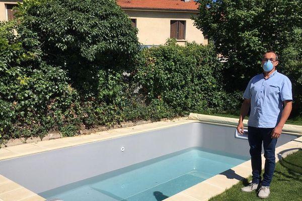 Dans le Puy-de-Dôme, le confinement a donné des envies de piscine aux habitants : la demande dans ce secteur a explosé.