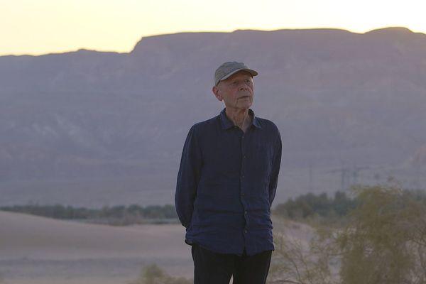 Pierre Michon dans les dunes