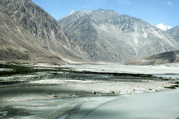 Vallée de la Nubra dans l'Himalaya, à la frontière du nord de l'Inde et de la Chine
