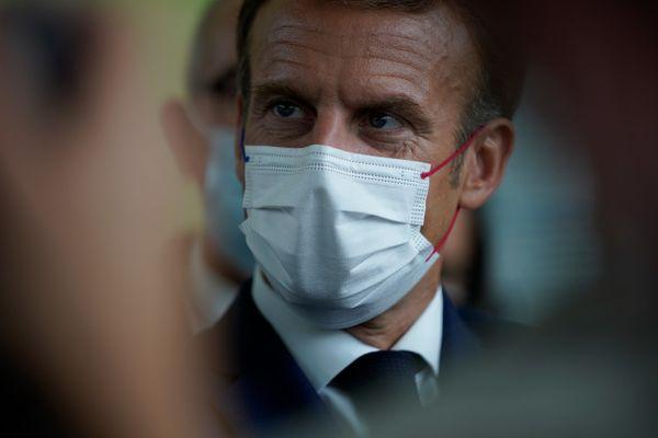 Emmanuel Macron achèvera sa deuxième journée à Marseille par la présentation de son rand plan d'investissement pour la ville, au cours d'une visite aux airs de campagne présidentielle