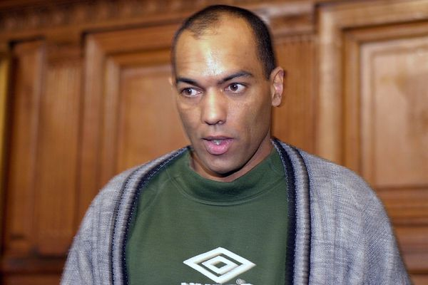 Guy Georges, lors de l'ouverture de son procès à la cour d'assises de Paris, le 19 mars 2001