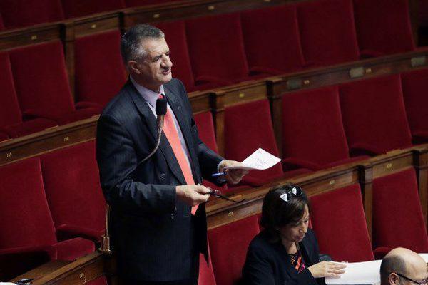 A l'Assemblée Nationale, Jean Lassalle a reproché à Emmanuel Macron d'avoir trop profité des Bleus, au détriment des Français.