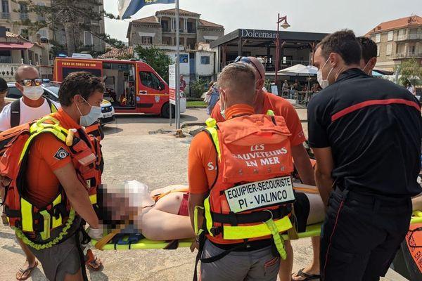 Le nageur de 18 ans a été emmené à l'hôpital d'Ajaccio en hélicoptère pour être placé sous surveillance.