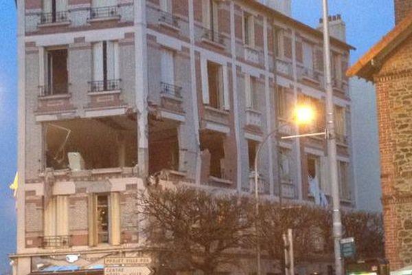 L'immeuble d'habitation dans lequel a eu lieu l'explosion est situé près du centre-ville d'Aulnay-sous-Bois.