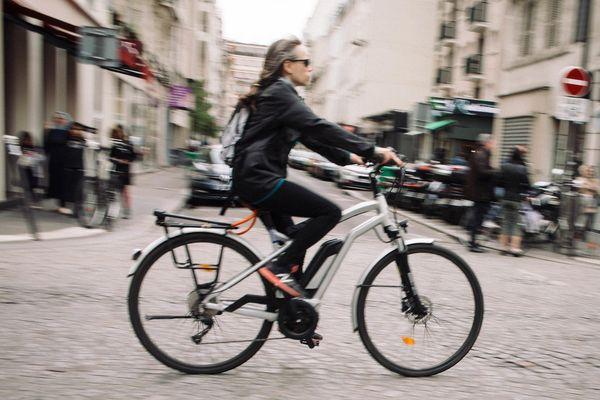 L'aide lancée par la région va jusqu'à 500 euros pour un vélo électrique classique, et 600 euros pour un vélo cargo à assistance électrique (illustration).