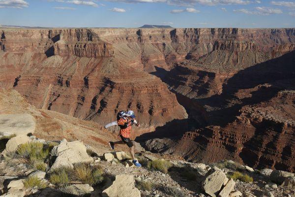Ici, un pratiquant de trail dans les grands canyons du Colorado