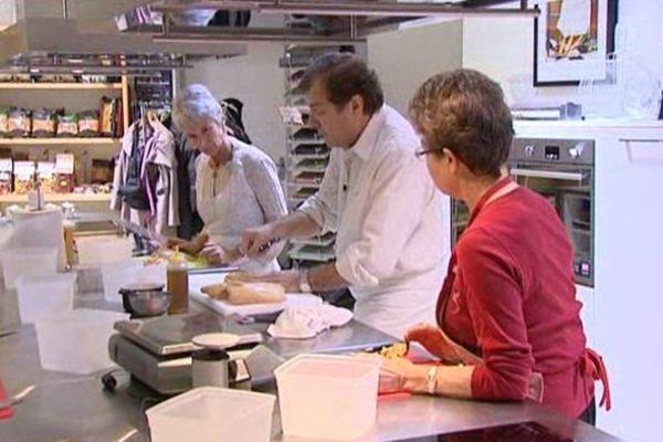 Limoges, ce matin. Le chef Pascal Robert donne un cours magistral autour de la préparation du foie gras.