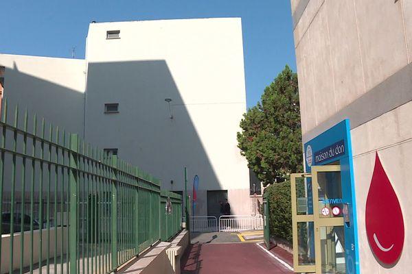 """Après 20 ans passés au premier étage du centre commercial TNL de Nice, la """"maison du don"""" déménage au 3 rue Galléan"""