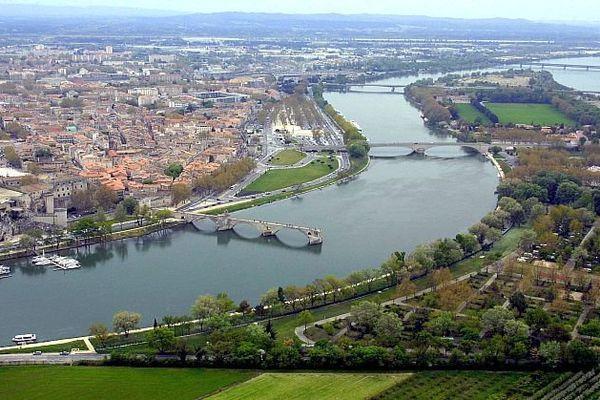 Le Rhône à Avignon - archives
