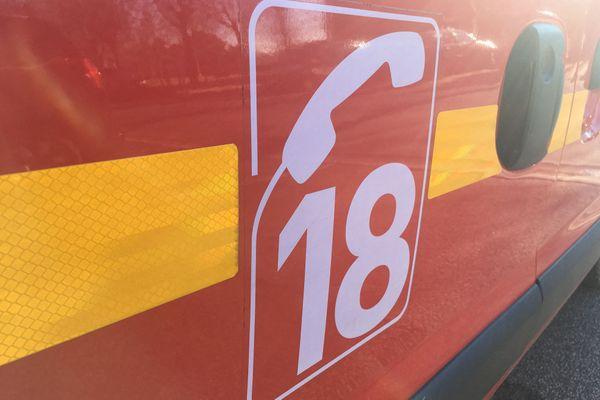 Une cinquantaine de pompiers est intervenue pour éteindre l'incendie. Dix appartements ont été évacués.