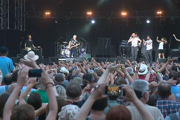 Sting et Shaggy sur l'une des scènes du festival Rétro C Trop, à Tilloloy en 2019.