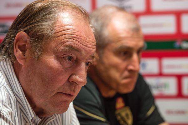 Gervais Martel aux côtés de l'entraîneur lensois Alain Casanova en septembre 2016.