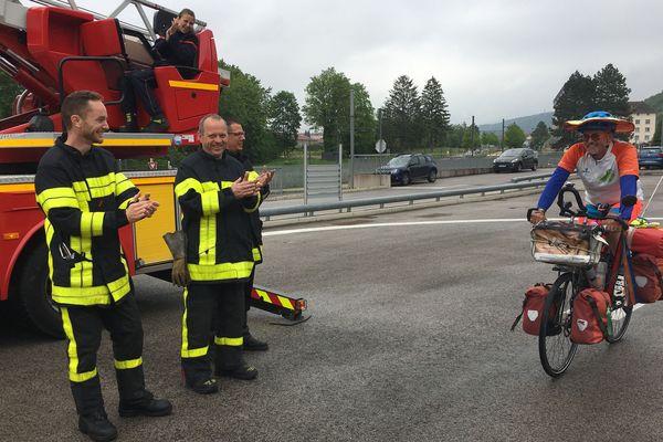 L'Allemand Jörg Richter, ancien pompier volontaire applaudi par ses homologues du Doubs