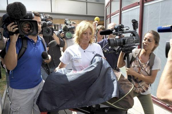 Le bébé enlevé à Marseille lors de son retour à l'hôpital Saint-Joseph.