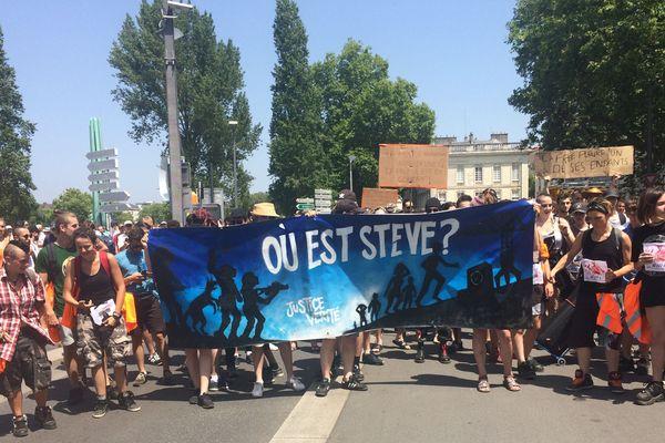 Plusieurs centaines de personnes avaient pris le départ de la marche organisée samedi 29 juin à Nantes en hommage à Steve Maia Caniço, disparu le soir de la fête de la musique après une charge de la police en bord de Loire.
