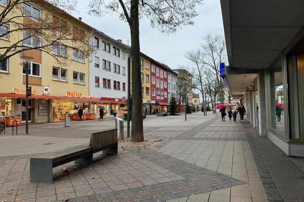 Dans le Bade-Wurtemberg, les rues de Kehl sont quasi désertes. Seuls les commerces essentiels sont autorisés à rester ouverts.
