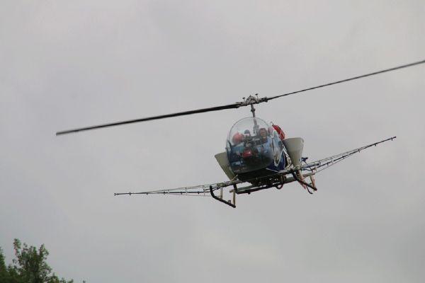 L'épandage anti-moustiques a été pratiqué par voie aérienne, au moyen d'un hélicoptère.