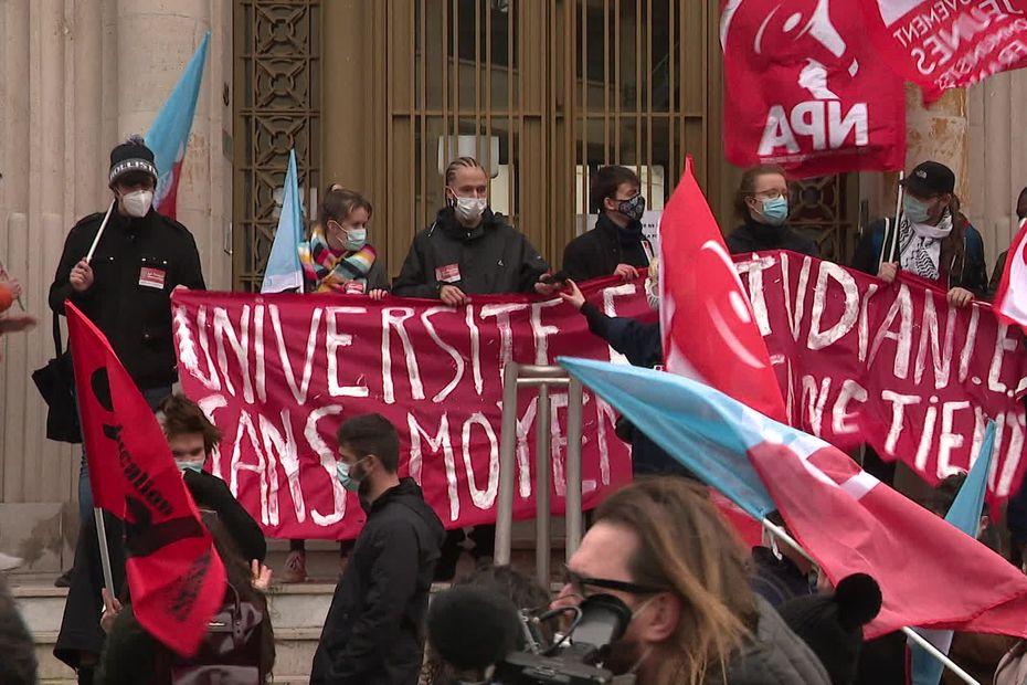 Nord : les étudiants mobilisés à Lille pour la réouverture des universités