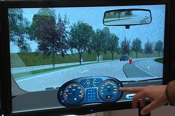 L'écran du simulateur de conduite.