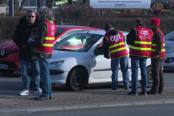 Opération tractage contre la réforme des retraites à Sochaux