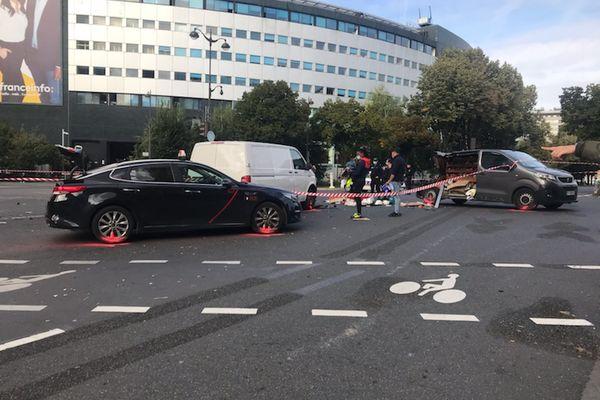 Plusieurs véhicules sont impliqués dans l'accident;