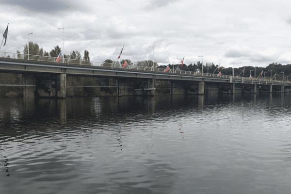 Projet à Vichy : transformer le barrage sur l'Allier en centrale hydro-électrique.
