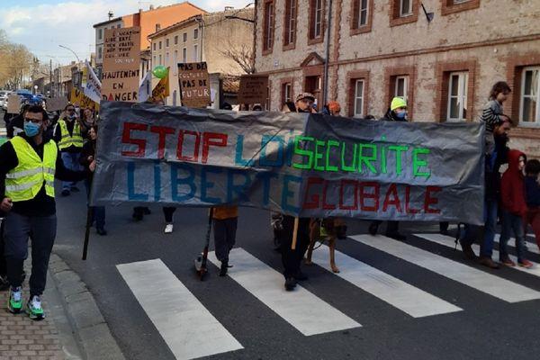 Une centaine de personnes a manifesté dans les rues de Villefranche-de-Lauragais