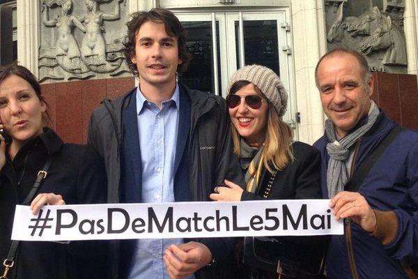 ILLUSTRATION - #PasDeMatchLe5Mai devant le siège de la FFF à Paris