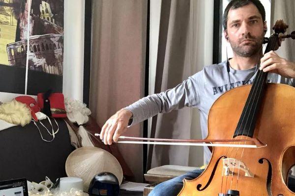 La musique adoucit les mœurs mais Jean-Nicolas Richard commence à perdre patience.