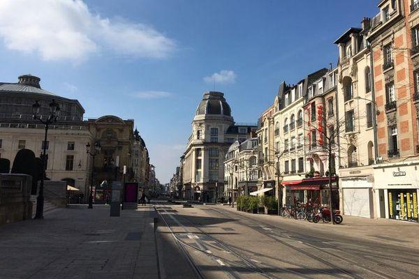Avec un centre-ville déserté, on respire mieux à Reims