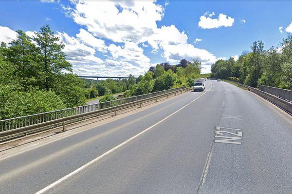 Au sud de Dieppe pont de la RN 27 au-dessus de la vallée de la Scie. A gauche, au loin, le viaduc qui devrait entrer en service à l'automne 2021