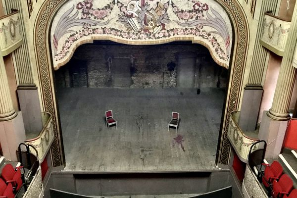 La scène du théâtre à l'italienne de Guéret