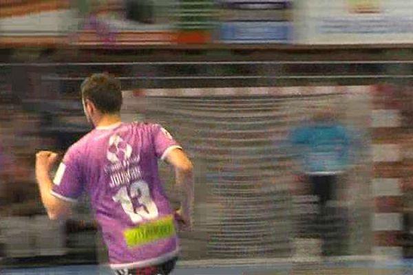 Cherbourg jouera la demie-finale retour mercredi à Mulhouse avec une avance de trois buts.