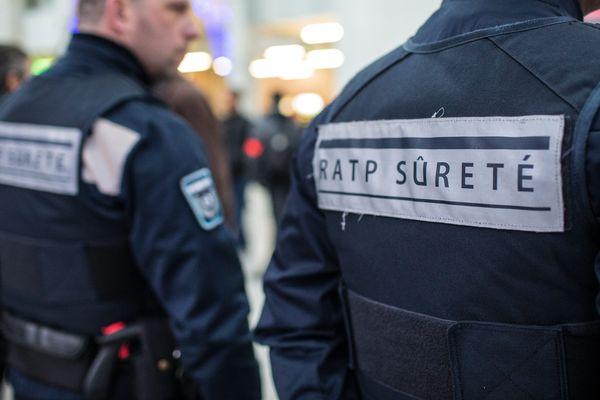 Une enquête a été ouverte pour trouver l'homme filmé en train de se masturber dans le métro parisien.