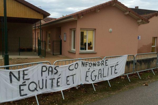 """L'école de Ratenelle, en Saône-et-Loire, où certains parents """"frondeurs"""" ne déposent pas leurs enfants le mercredi après-midi"""