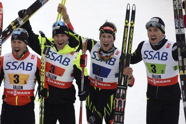 De gauche à droite, Robin Duvillard, Jean Marc Gaillard, le messin Adrien Backscheider et Maurice Manificat, médailles de bronze par équipe du relais 4 x 10 km aux championnats du Monde de ski à Falun (Suède), vendredi 27 févirer 2015.