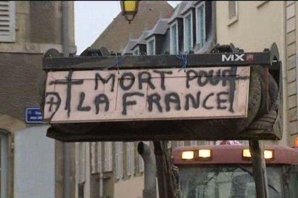 La manifestation des agriculteurs de l'Allier lundi matin à Moulins avaient des airs de funérailles.