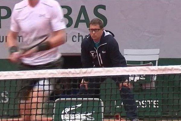Le juge de ligne Rémois Guillaume Thiérus joue un rôle essentiel durant le tournoi de Roland Garros