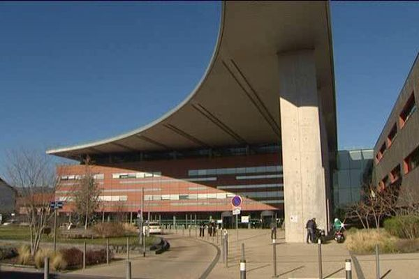 A Clermont-Ferrand, à l'hôpital Estaing comme dans les autres lieux de fonction publique, des grèves sont annoncées mardi 26 janvier.