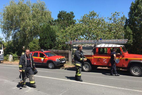 """Une trentaine de pompiers ont été mobilisés dès 9h47 ce matin. Parmi eux, une équipe de type """"risque technologique"""", spécialisée dans ce genre d'interventions."""