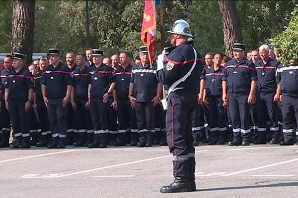 Plus d'un an après l'attaque, 700 pompiers des Alpes-Maritimes ont été décorés ce mercredi 30 août pour leur intervention le 14 juillet 2016 sur la promenade des Anglais, à Nice, après l'attentat qui avait fait 86 morts.